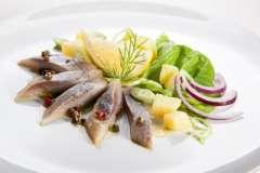 """Вкусные рецепты: Шашлык из кальмаров, Греческий рыбный суп, Салат """"Ура! Пятница! """""""